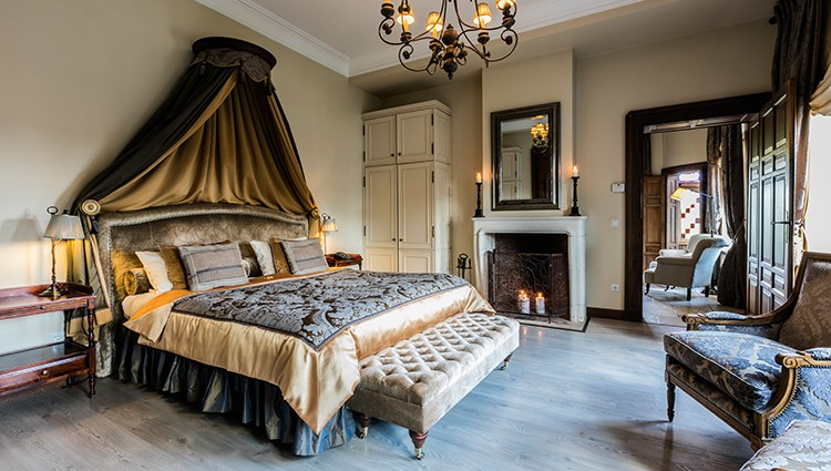 750x425 Grand Ducal Suite bed room